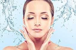 Крем Inno Gialuron обеспечивает увлажнение кожи, что останавливает процесс увядания.